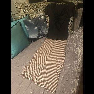 SALE 🎁3 For $20🎁Gap Tee & FREE Maxi Skirt/Dress